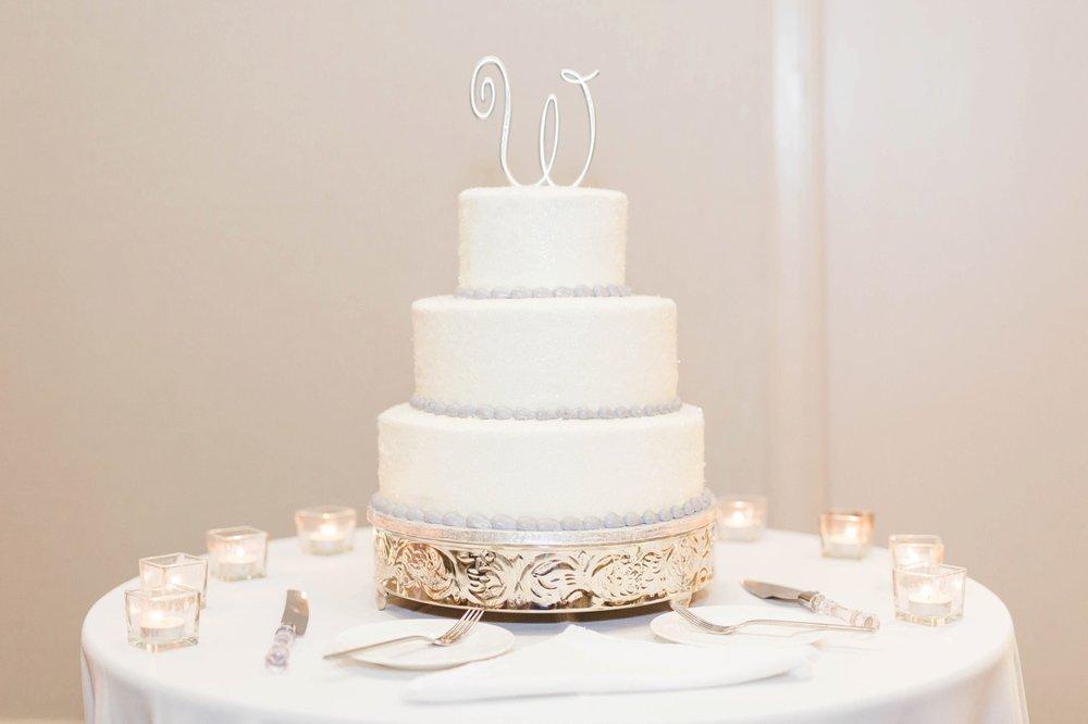 elegant-white-wedding-round-wedding-cake