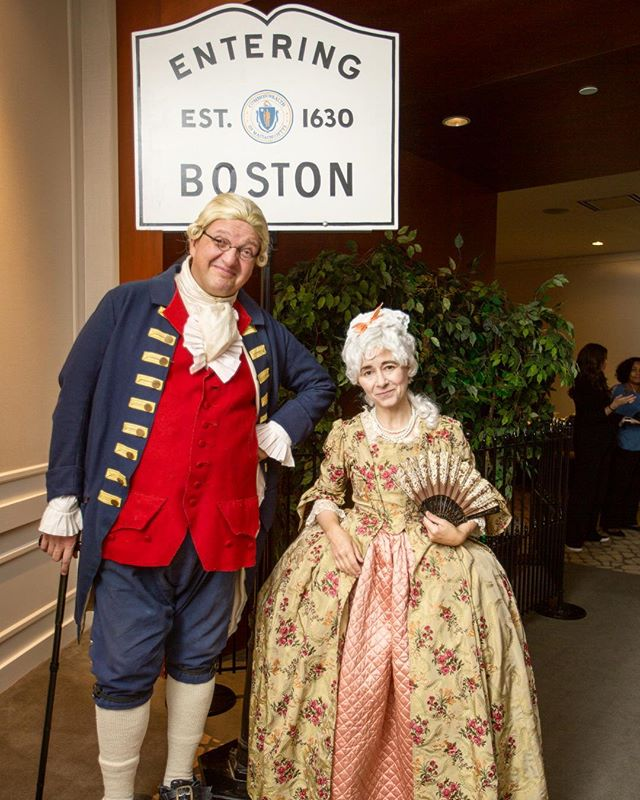 🛣Entering one of the oldest cities in the United States! At your next event, ask our friend Ben Franklin what it was like to live in Boston in the 1700s. • • • #dpievents #dpidecor #dmcnetwork #bostondmc #bostonhistory #enteringboston #boston #colonial #benfranklin #meetingsboston #eventplanner #meeting planner