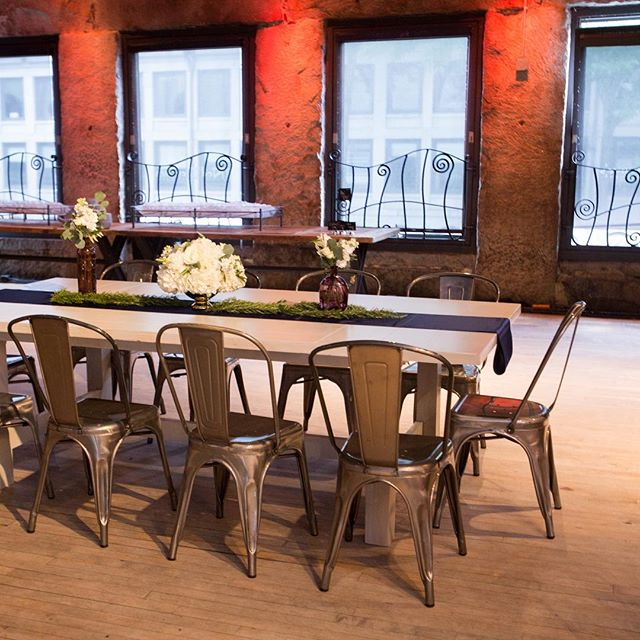 Intimate and industrial meet here @neddevines • • • #dpievents #dpidecor #meetingboston #bostondmc #neddevines #industrialdesign #modern #trend