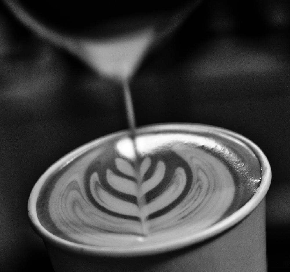 Free pour of tulip latte art