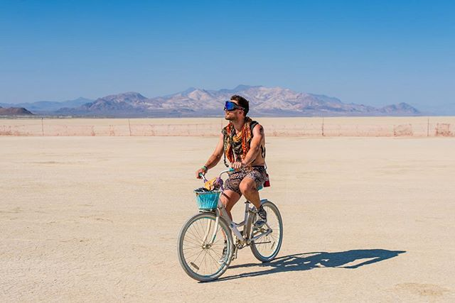 As the dust has finally disappeared from every nook and cranny of my being, the pictures of Burning Man are finally appearing.  This is me looking lost, out by the trash fence by @dafowen  #burningman #burningman2018 #blackrockcity #nevada #bikeride #desert #trashfence #bike #nogooglemaps