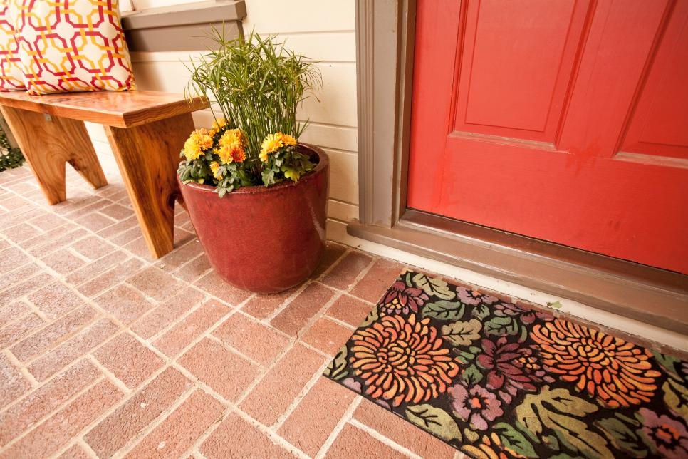 hcrb-2502h-red-door-and-doormat.jpg.rend.hgtvcom.966.644.jpeg