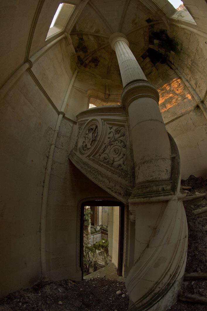 Château de la Mothe-Chandeniers pillar