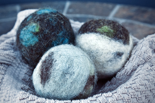 Photo from: http://www.crunchybetty.com/how-to-make-felted-wool-dryer-balls