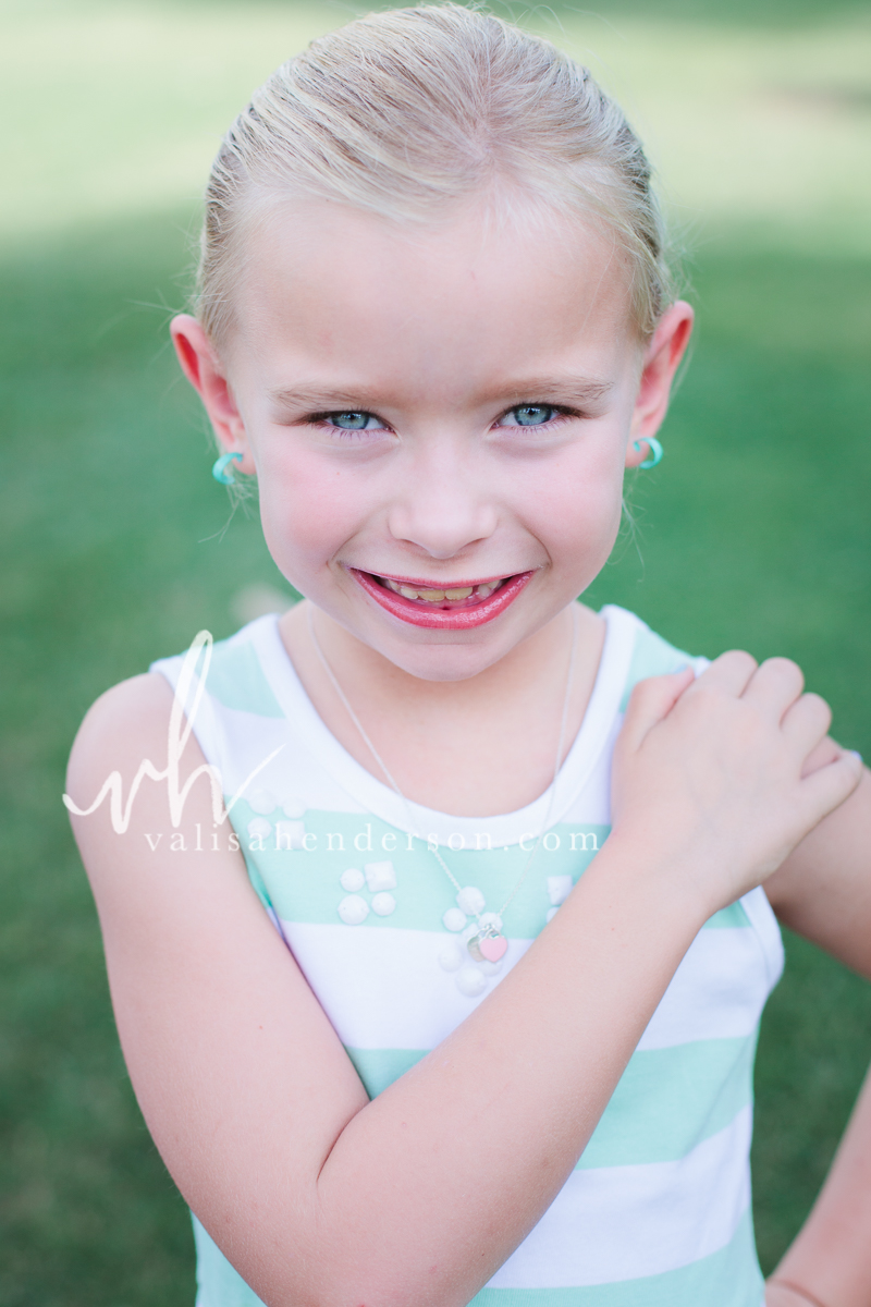 Little Girl Portraits Yreka California.jpg