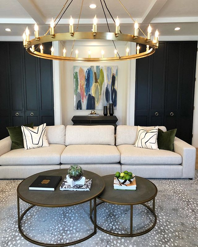 The Quail Creek Home Tour is today! I had a lot of fun with @rossflintonhomes bringing this modern home back to life! @sarakay_art is featuring her beautiful art (that is for sale) throughout the house.  Stop by and say hello! 💦Don't forget your rain boots and umbrella ☔️☔️☔️☔️#ivyhouseinteriors #qchometour