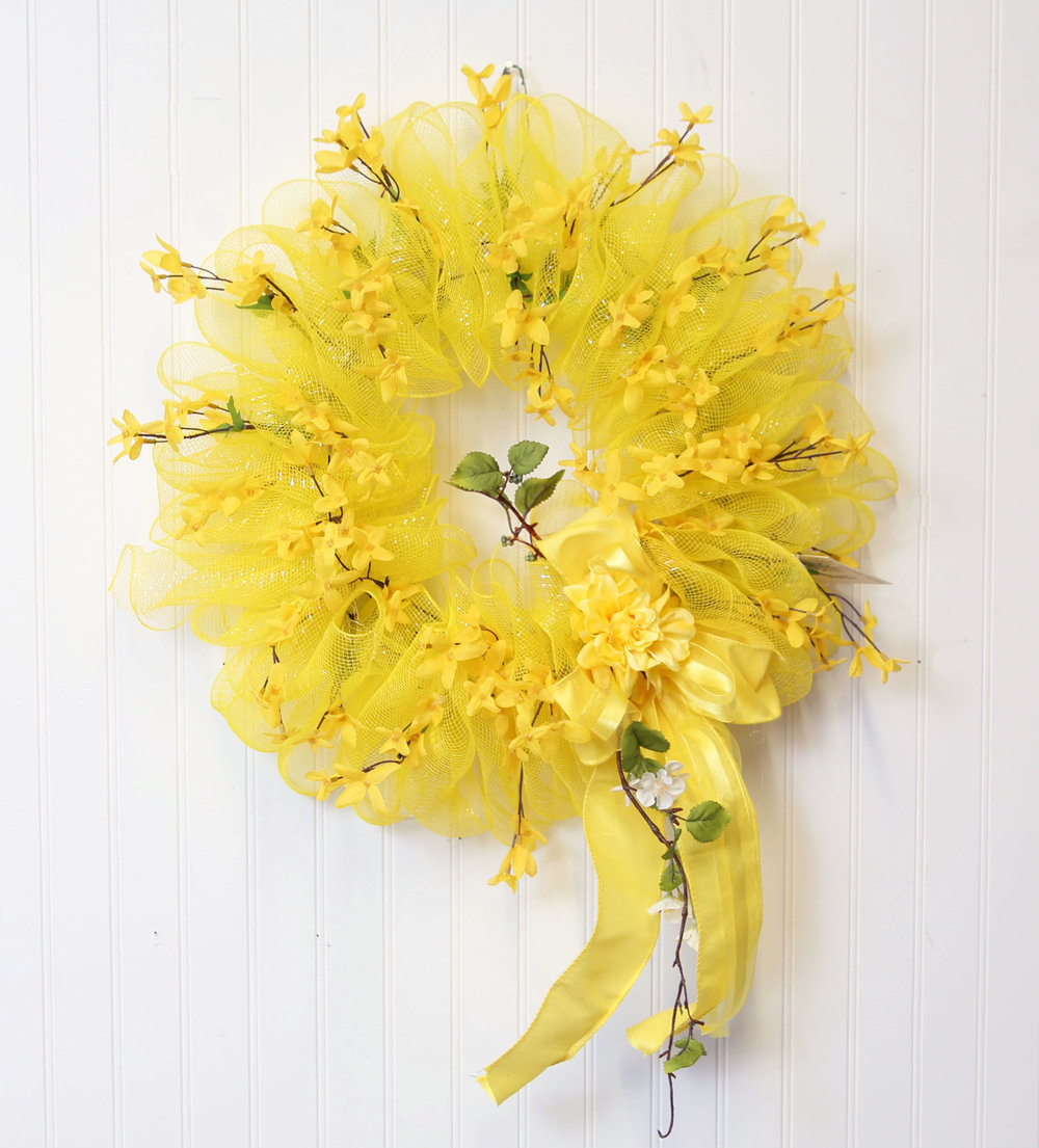 decomesh-wreath-forysthia.JPG