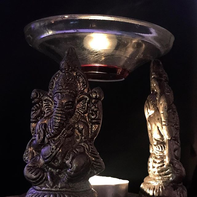 . Om Gam Ganapataye Namaha 🍀🌸🌲 Amber & Dragons blood for warmth, love, compassion, protection, strength, endurance, wisdom, and ease.