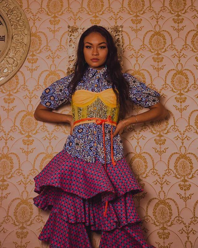 70's Crush 😍 ————————————————— Photographer: @bettyelrodphotography  Set: @thepsychedelicshak  Model: @pinacallata_