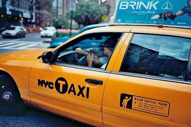 Hugging the Curb #photo #photographer #photography #nyc #newyork #newyorkcity #newyorker #nycspc #streetshot #streetscene #streetphoto #streetphotography #streetphotographer #nycstreetphotography #urban #urbanlife #nycsubway #workweek #nyctaxi #nyccommute #yellowcab #newyorkminute #nyctraffic