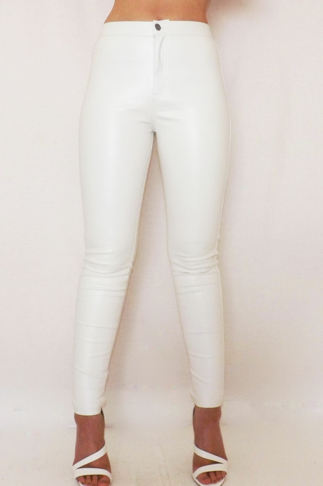 4. Avoid White - We know, we know... you LOVE your white jeans. They are very trendy right now. White can add quite a bit of weight to you in photographs, no matter how petite you are! It's best to pick a darker, more neutral tone in place of your favorite white shirt or jeans.