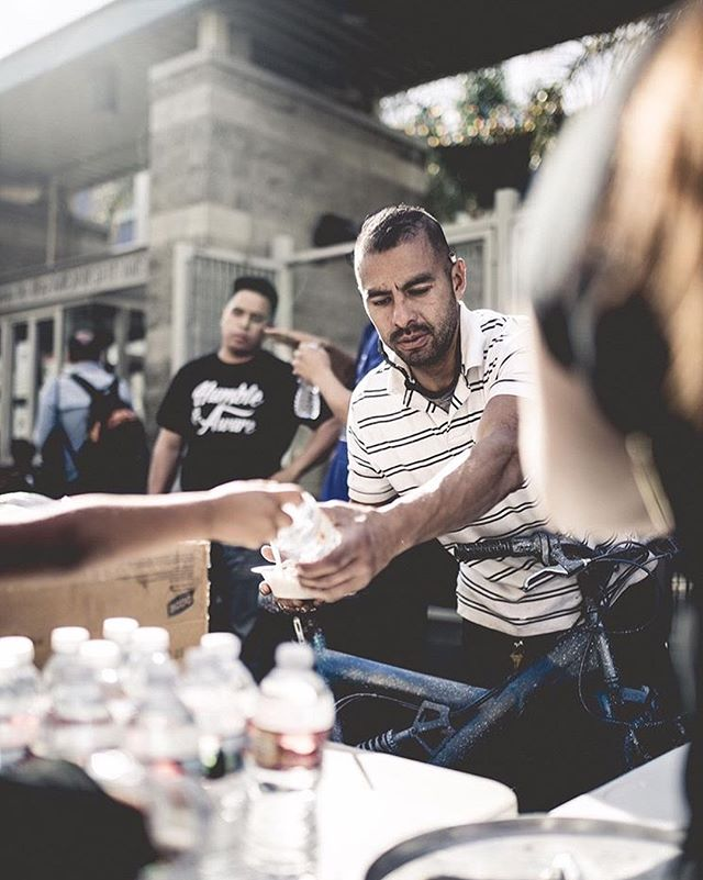 We would like to thank all of the volunteers that came out to help this passed Saturday. We were able to feed around 300 people. We hope to continue our  journey in giving back to the community. Stay blessed!! 🙏🏽🙏🏽 photo📸: @nachhho @tri_art_  #stayhumble #humble #humbleandaware #givingbacktothecommunity #giveback #helping #helpingothers #artist #downtownlosangelesart #feedthehomeless #homeless #world #bethechange #changetheworld #art #dtla #Gameoftones #portrait #urbanart #city #streetart #urban #StreetDreamsMag  #homelessinlosangeles #photooftheday #streetphotography #artphotography #Abc7EyeWitness #charity #volunteer