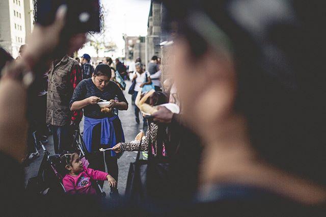 Showing love to one another can go a long way.. photo📸: @nachhho #stayhumble #humble #humbleandaware #givingbacktothecommunity #giveback #helping #helpingothers #artist #downtownlosangelesart #feedthehomeless #homeless #world #bethechange #changetheworld #art #dtla #Gameoftones #portrait #urbanart #city #streetart #urban #StreetDreamsMag  #homelessinlosangeles #photooftheday #streetphotography #artphotography #Abc7EyeWitness #charity #volunteer