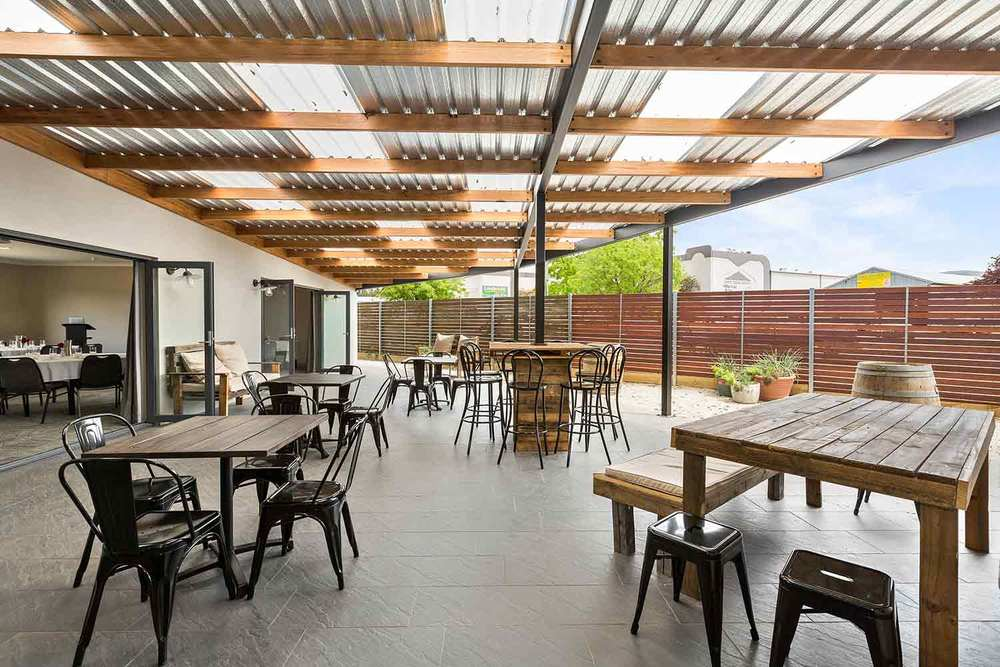 Utilise an indoor-outdoor space like no other in Mudgee