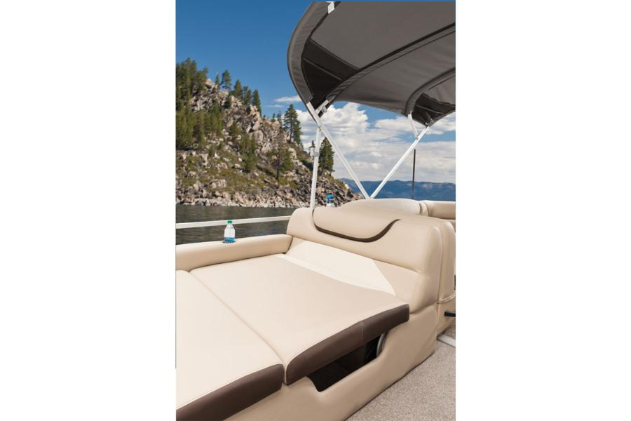 vantage-boat-share-rental-club-24-suntracker-pontoon-boat-6a.jpg