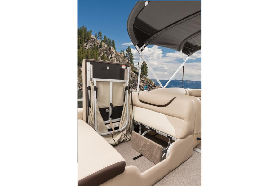 vantage-boat-share-rental-club-24-suntracker-pontoon-boat-6b.jpg