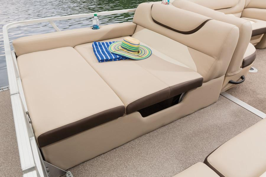 vantage-boat-share-rental-club-24-suntracker-pontoon-boat-5a.jpg