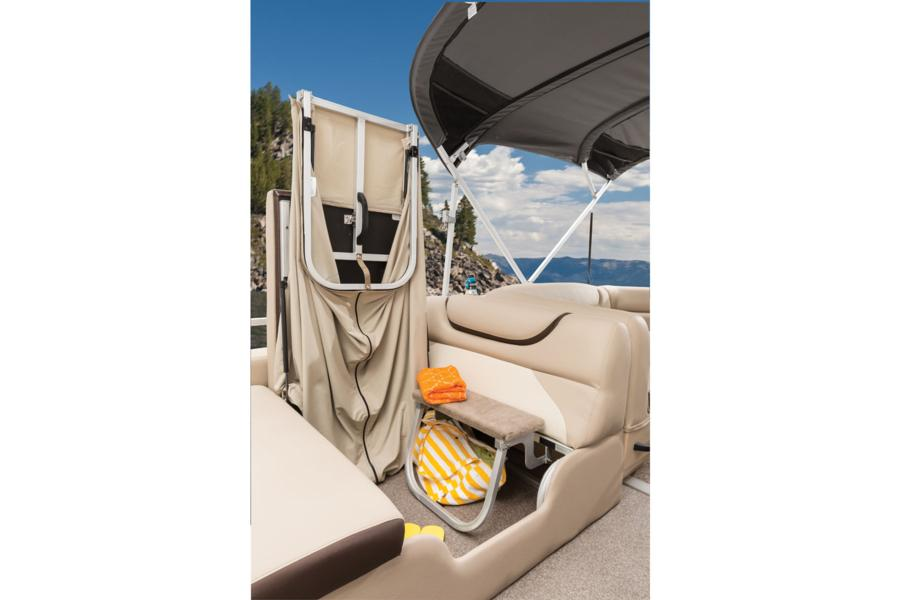 vantage-boat-share-rental-club-24-suntracker-pontoon-boat-7.jpg