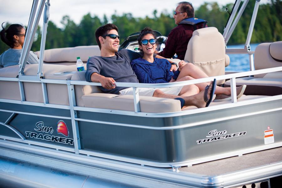 vantage-boat-share-rental-club-24-suntracker-pontoon-boat-26.jpg
