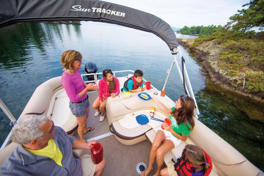 vantage-boat-share-rental-club-24-suntracker-pontoon-boat-21.jpg