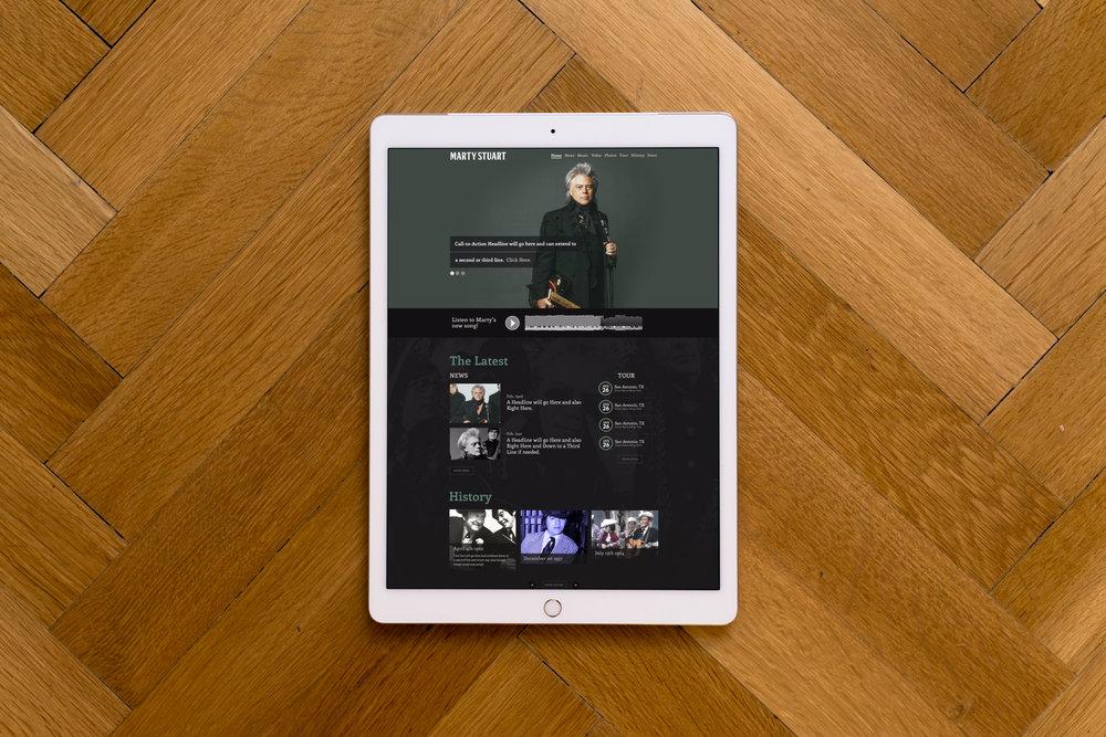 ipad-pro-on-wooden-background.jpg