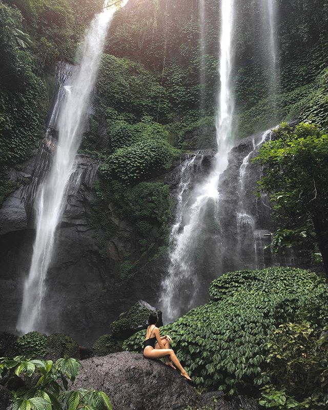 A fresh shower to cool down after the sweaty track.🕊 Sekumpul is by far the most breathtaking waterfall I've ever seen. Can you imagine how it felt standing in front if this 100m high cascade, the cold mist blowing in your face. The whole area is lush and green and the falls are huge, giving it a pre-historic and mystical feel. . . . #bali #sekumpul #sekumpulwaterfall #northbali #baliindonesia #travelcommunity #wearetravelgirls #sheisnotlost #femmetravel #backpackerstory #passionpassport #traveladdict #theglobewanderer #girlsthatwander #dametraveler #darlingescapes #globelletravels #nomadgirls