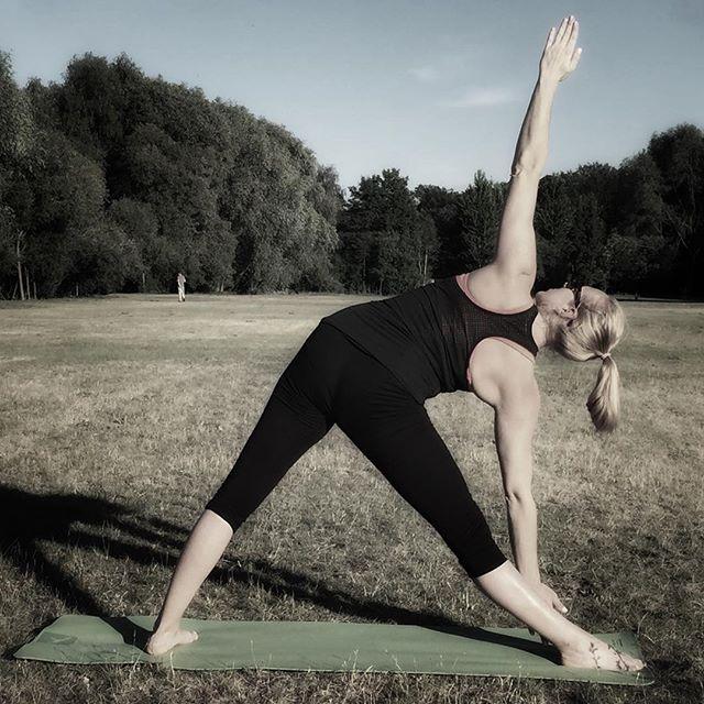 Happy yoga day! Jutro jak co tydzień joga na Hipodromie w sali Galoopka o 18! Widzimy sie🙏🏻😍🕉💪🏻 #yoga #yogaday #dzienjogi #joga #joganatrawie #sopot #jogasopot