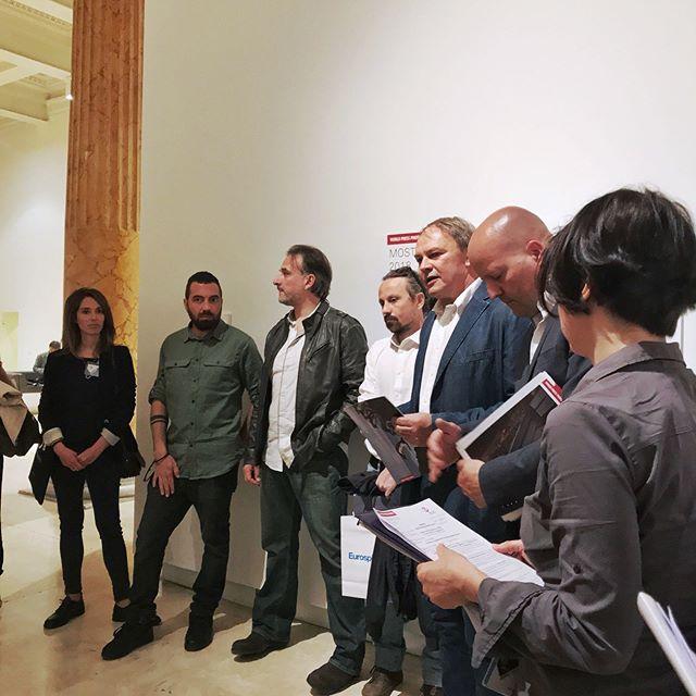 Ieri durante la conferenza stampa con il Direttore del @WorldPressPhotoFoundation di Amsterdam, @lars_boering, il Direttore Artistico @francesco_zizola, la coordinatrice @sseresca, e tre dei #fotografivincitori italiani @alessio_mamo, @faustopodavinii, @francesco.pistilli che ringraziamo per averci raccontato di persona le #storie delle loro #foto!  #Thankstoall @worldpressphoto #worldpressphotoroma #wpph2018 #WPPh18 @palazzoesposizioni #roma @10bphotography #exhibition2018 #mostreroma #photojournalism #professionalphotography #vincitori #winners #italy #worldcontest #photo