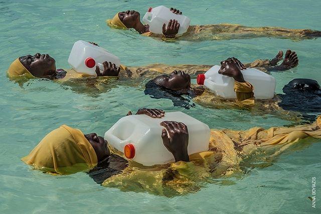 @WorldPressPhoto #2018 Fino al 27 Maggio a #PalazzodelleEsposizioni di #Roma  Nel villaggio di Nungwi, all'estremità settentrionale di #Zanzibar, il progetto Panje offre alle donne e alle giovani locali l'opportunità di imparare a nuotare indossando costumi da bagno che coprono tutto il corpo, così da poter entrare in acqua senza violare i principi culturali o religiosi. ©@annaboyiazis, Finding Freedom in the Water, 2° premio, #People  @palazzoesposizioni @10bphotography #WPPh2018 #PanjeProject #IndianOcean #Portraiture #PhotooftheDay #NationalPortraitGallery #PhotoPrize #Photo #professionalphotography #girls #sea #swimming #women #photo #photos #photography #stories