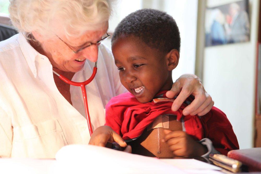 Fondation Francine Leca   Développer la formation pour sauver des cœurs    Faites un don IFI