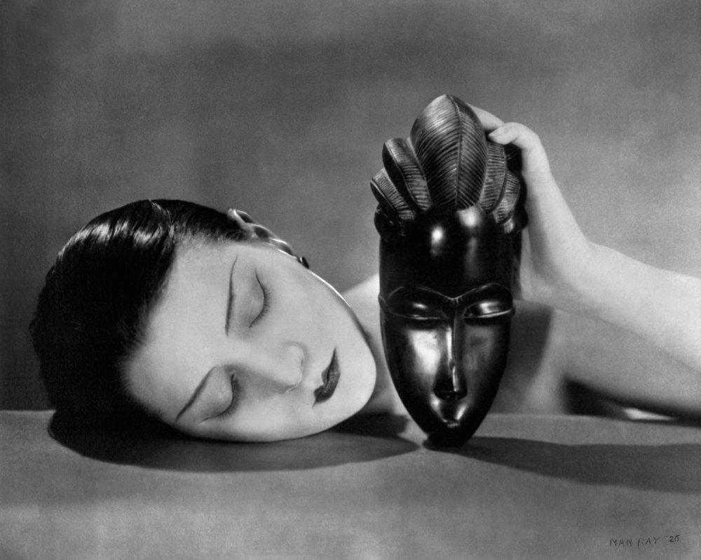 Noir et Blanche door Man Ray