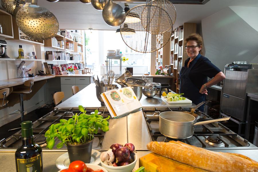 Mevrouw Hamersma Kookboekwinkel, inclusief mevrouw Hamersma.