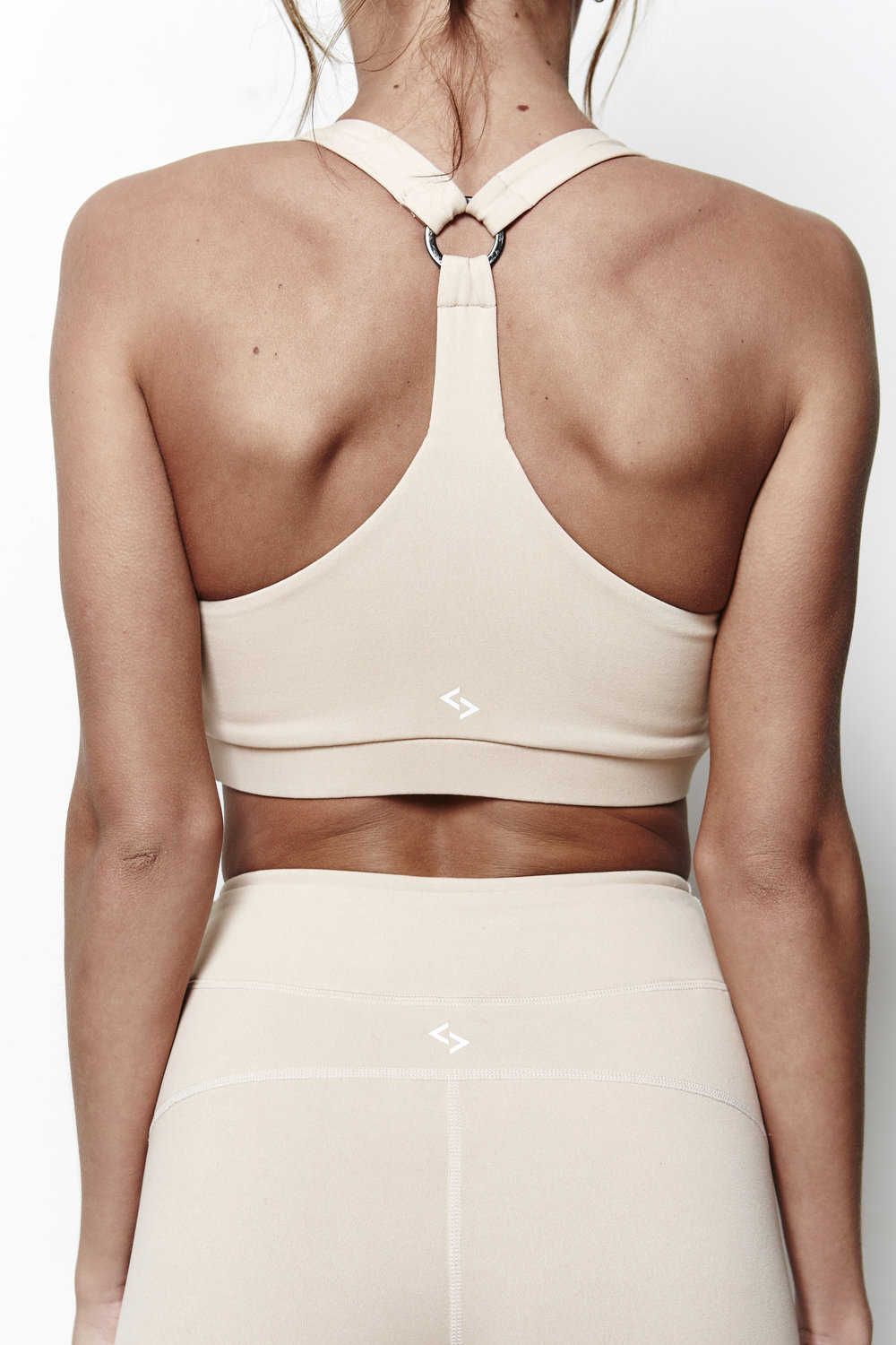 The Tri Bra features a hoop ring back detail, adding a touch of elegance to the simple back design. Featuring the Adanola logo to the front, this bra looks amazing teamed with the Barre Legging.