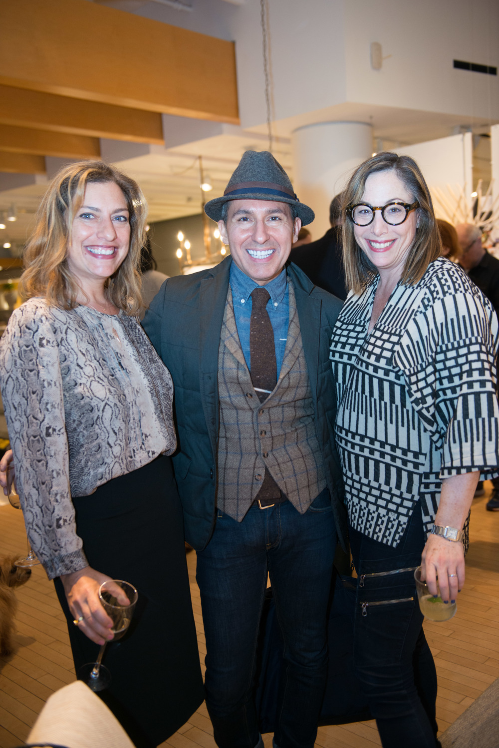 Over 300+ designers, Crate & Barrel VIP customers and friends of the magazine enjoyed live music by La Vie En Rose and Catering by Pinch Food Design.