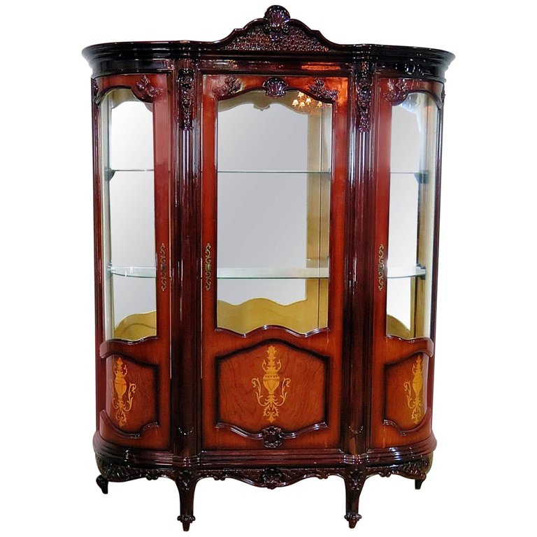 Superbe French Provincial Style China Cabinet