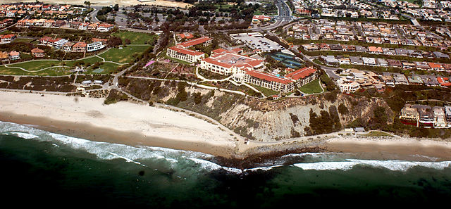640px-Monarch_Beach,_Dana_Point,_California_photo_D_Ramey_Logan.JPG