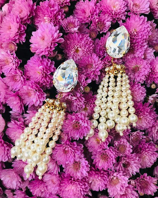 Pearls pompons  falling in cascade with big @swarovski cristal pear 💦 Beverly Sari earrings inspired by the Grand Palais exhibition, From the great Mughals to the Maharajas. #chabaux