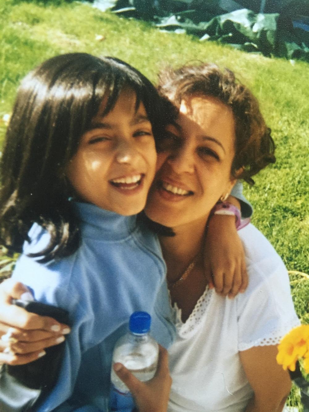 Här var jag med min mamma (och peruk). Denna bilden får mig alltid att gråta för att den påminner mig hur stark och positiv jag var trots att jag hade det jättesvårt.