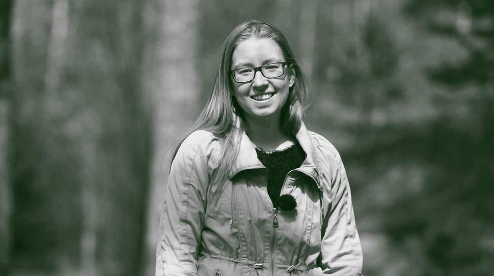 Elsa Landgren, 23 från Stockholm. Drabbades av hjärntumör vid åtta års ålder. Här är hennes berättelse.