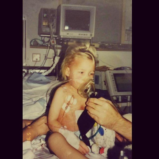 Det där blodprovet räddade mitt liv.  Om blodprovet tagits 1-2 dagar senare hade det varit försent. Det blev ambulans direkt in till Lunds barnsjukhus och avdelning 64. Hela min 2 1/2 år gamla kropp var fylld med cancerceller. Jag rullades in på operationsbordet direkt på morgonen och fick min port-a-cath inopererad så att behandligen kunde komma igång så fort som möjligt. Behandlingen med cytostatika (cellgifter) varade i 6-7 månader.  Jag hade så mycket cancerceller i hjärtsäcken att det blev för mycket för hjärtat, det orkade inte med trycket helt enkelt. Läkarna var tvungna att sätta in ett hjärtdränage på mig som de tog ut senare under behandlingen.  Min kropp hade även börjat utveckla en annan livshotande sjukdom som inte går att överleva om den utvecklas helt. Under denna kritiska period med bla. respirator för att hålla mig i liv fick jag syrebrist och ådrog mig en hjärnskada som jag kommer att få leva med resten av mitt liv.