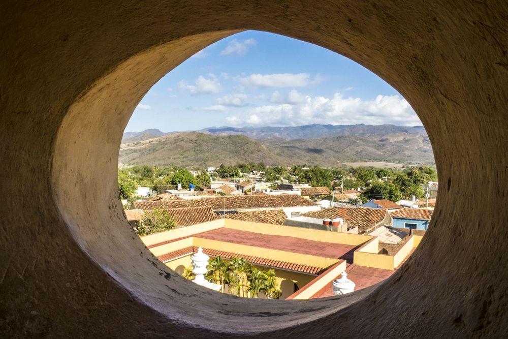 peephole-landscape-cuba-michael-benabib-travel-photographer.JPG