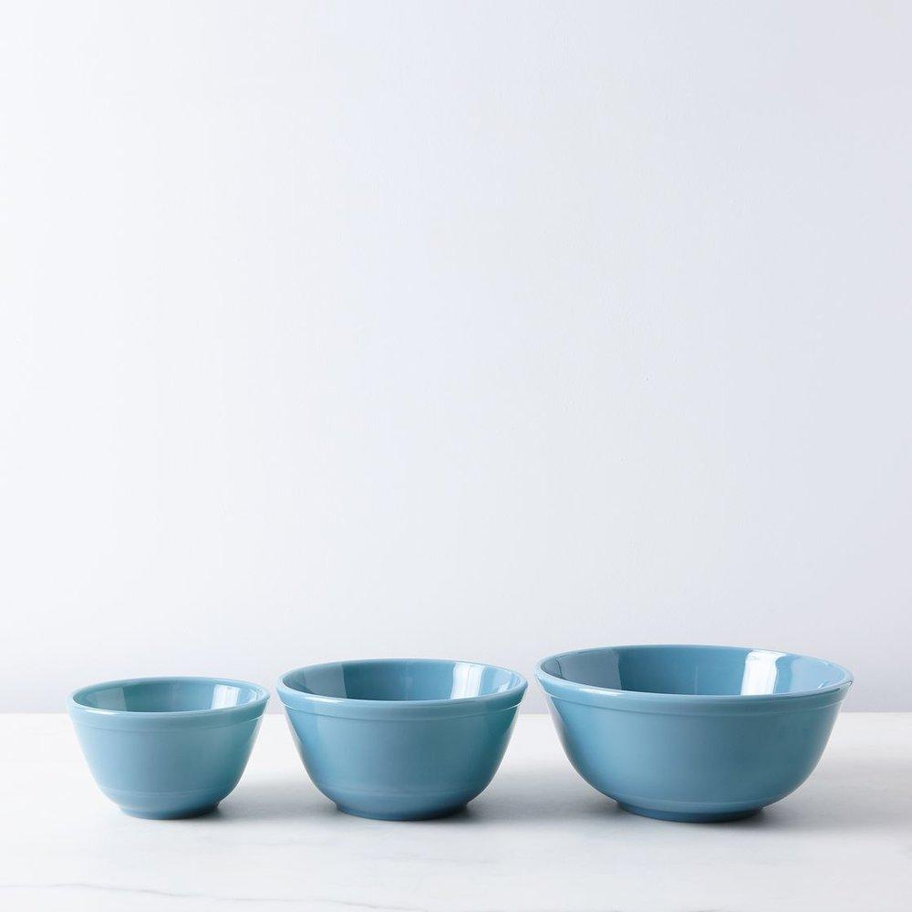cfbd2efa-b818-4522-a406-29073f8aa838--2016-0804_mosser-glass_food52-mosser-glass-cake-mixing-bowl-set_silo_rocky-luten_026.jpg