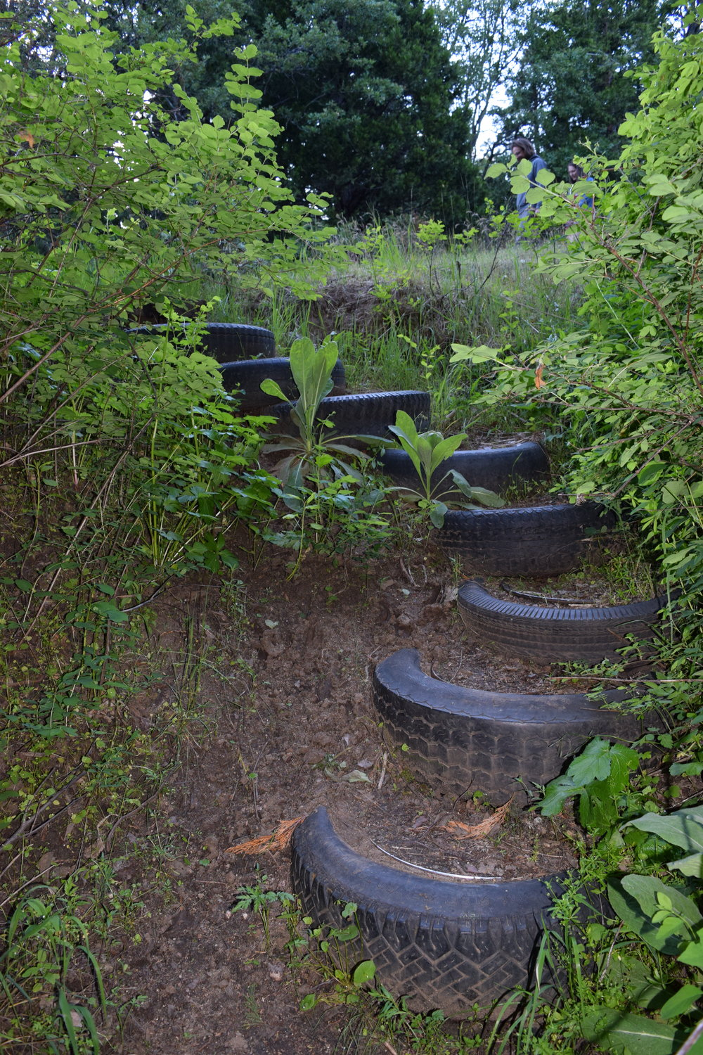 A clever way to make steps and put old junk tires to good use