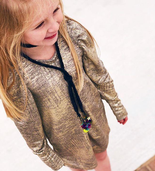 @vivisjewels FRESH TO DEATH is the perfect New Years Eve Dress 🎉 LOVE THIS METALLIC GOLD  Shop www.vivisjewels.com