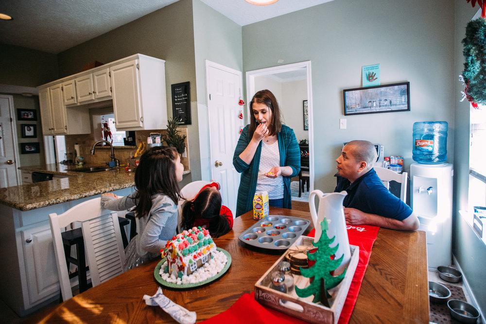 christmas-family-photos-documentary-photographer-banda-family-5788.jpg