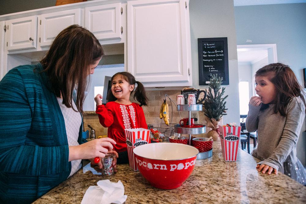 christmas-family-photos-documentary-photographer-banda-family-7104.jpg