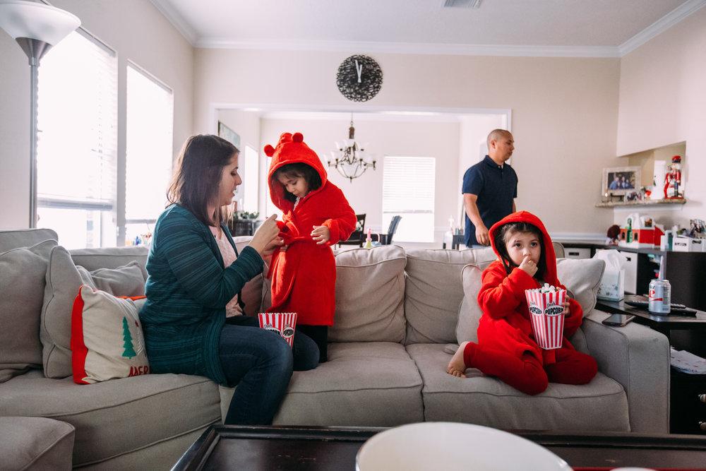 christmas-family-photos-documentary-photographer-banda-family-7142.jpg
