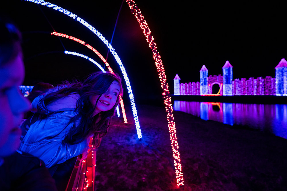Children enjoying Christmas Lights-10.jpg