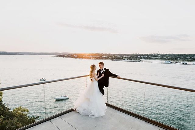 No better place for a summer wedding than looking over Lake Travis at sunset 🌅 🌊