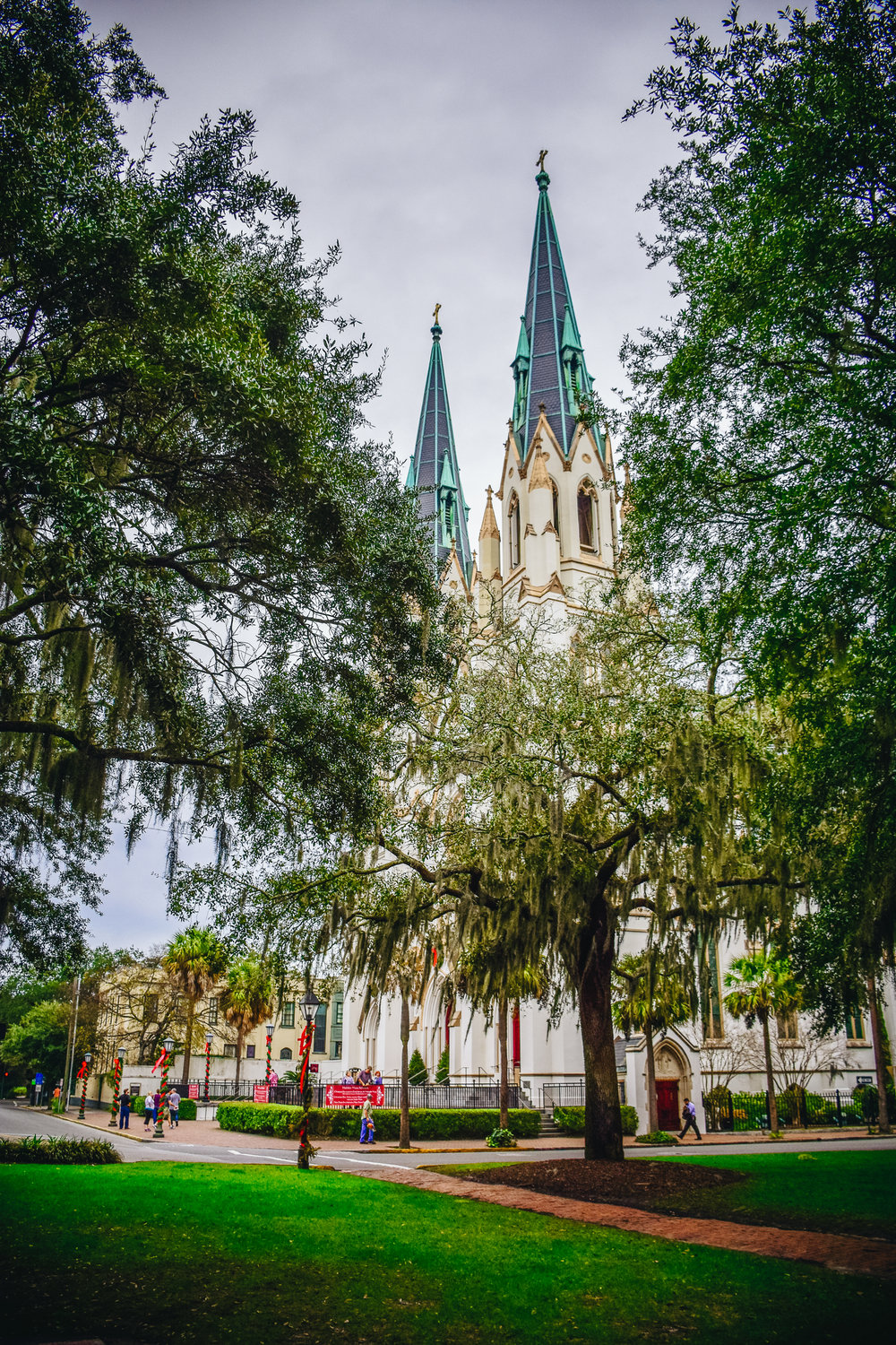 St. John The Baptist Cathedral in the centre of Savannah was gorgeously decorated for Christmas, inside and out. The Spanish nativity display (or belén) inside was massive! Check out Orlando Cuadra who has been designing the display since 2006.